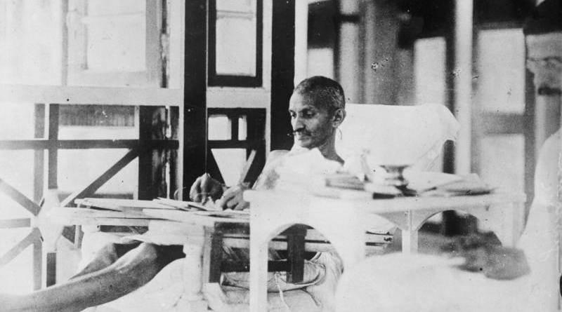 Bundesarchiv_Bild_102-13884,_Mahatma_Gandhi