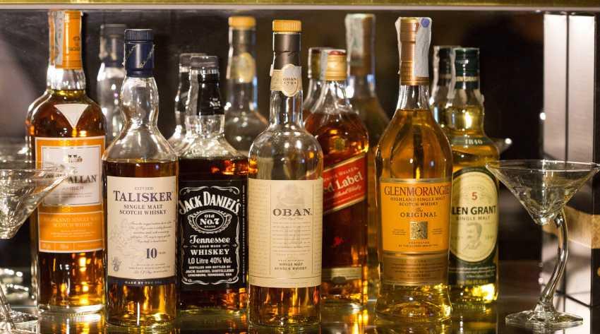 bottles-1235327_1920