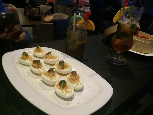 Underdogg Sriacha-Deviled-eggs (Via Trendingfeedswebsite)