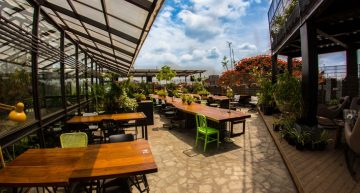 Bangalore gets more Social, and the dope on updates at Indigo Deli and Woodside Inn, in Mumbai