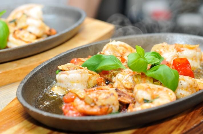 basil shrimp-711674_1920