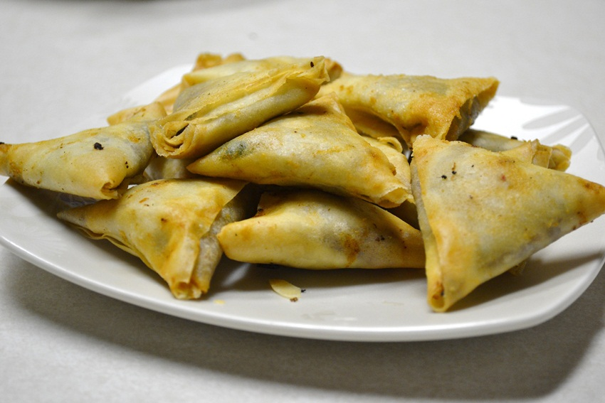 keema samosas - by orangefan_2011 - flickr
